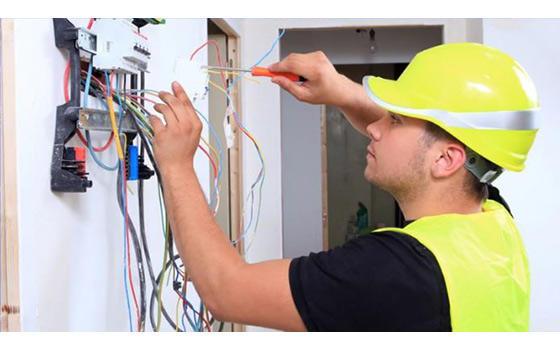 Técnico Electrónico Mantenimiento y Reparación